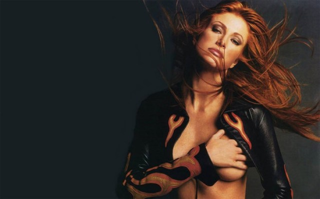 Angie Everhart hot boobs