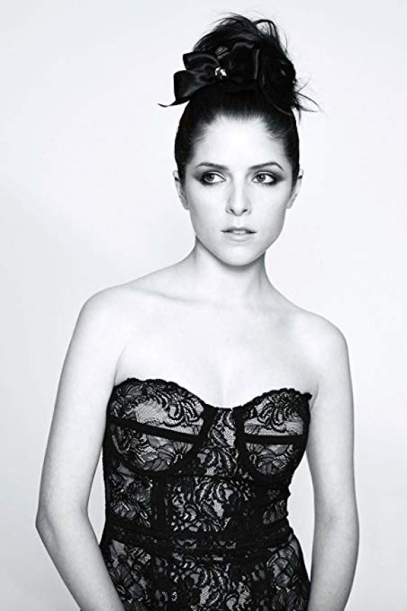 Anna Kendrick cleavages hot pic