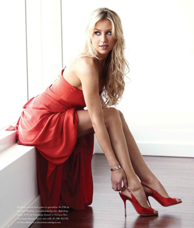 Anna Kournikova sexy in red