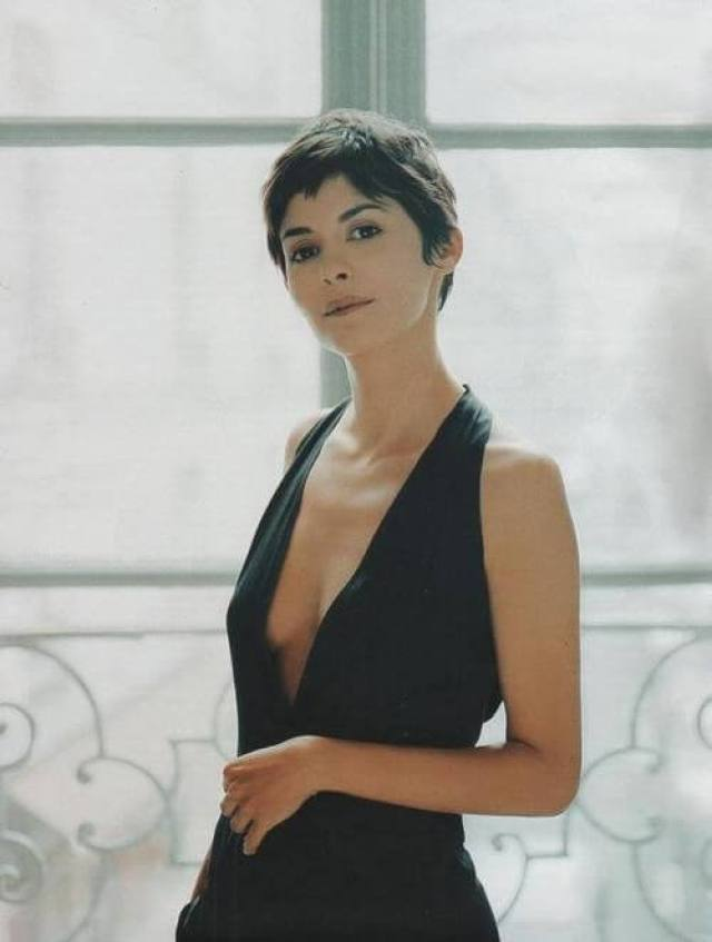 Audrey Tautou hot side boobs