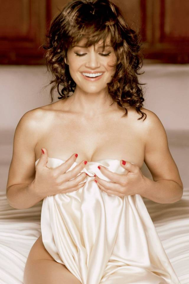 Carla Gugino sexy roples look