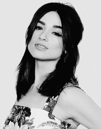 Crystal Reed hot women picture