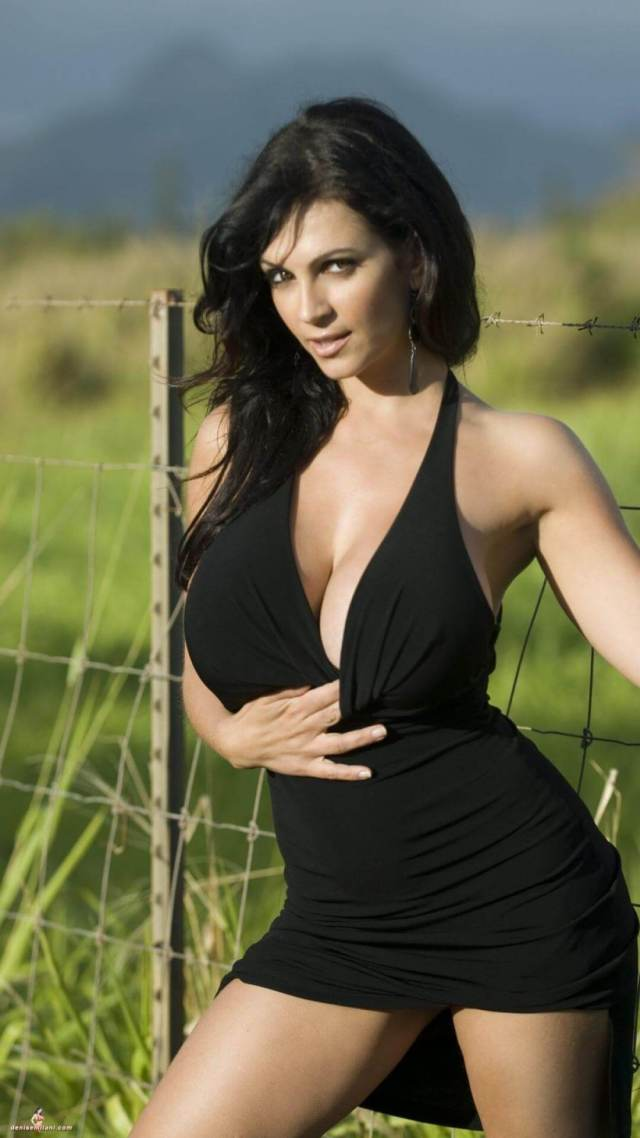 Denise Milani hot cleavages (2)