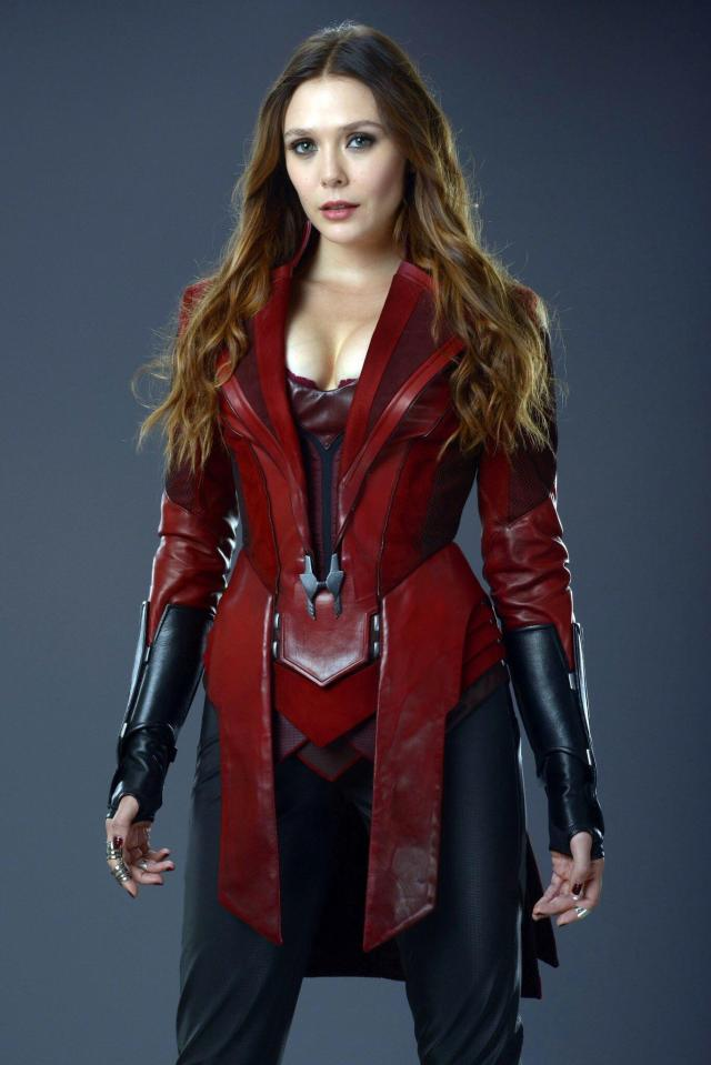 ELizabeth Olsen cleavages awesome pics