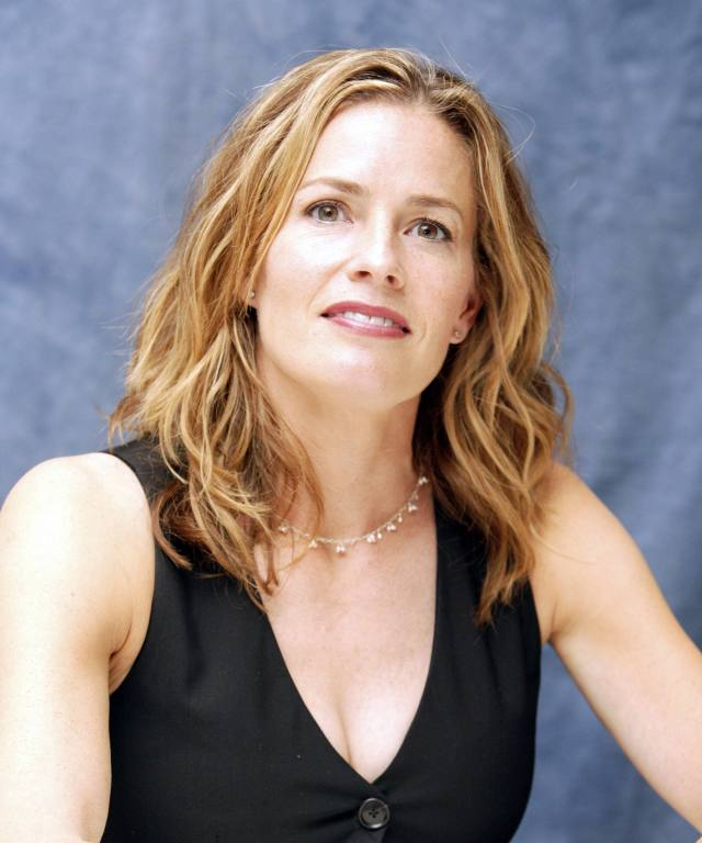 Elisabeth-Shue cleavages awesome