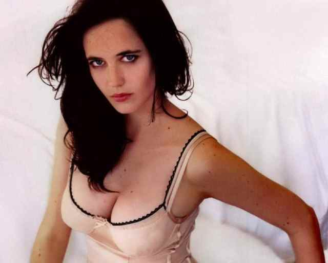 Eva Green sexy cleavage pic