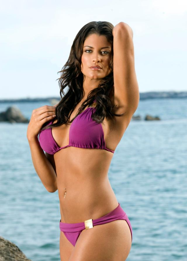 Eve Torres Sexy Boobs Pictures on Beach