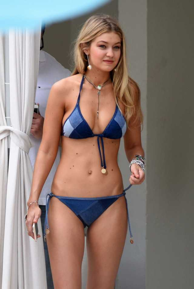Gigi Hadid cleavages awesome pic