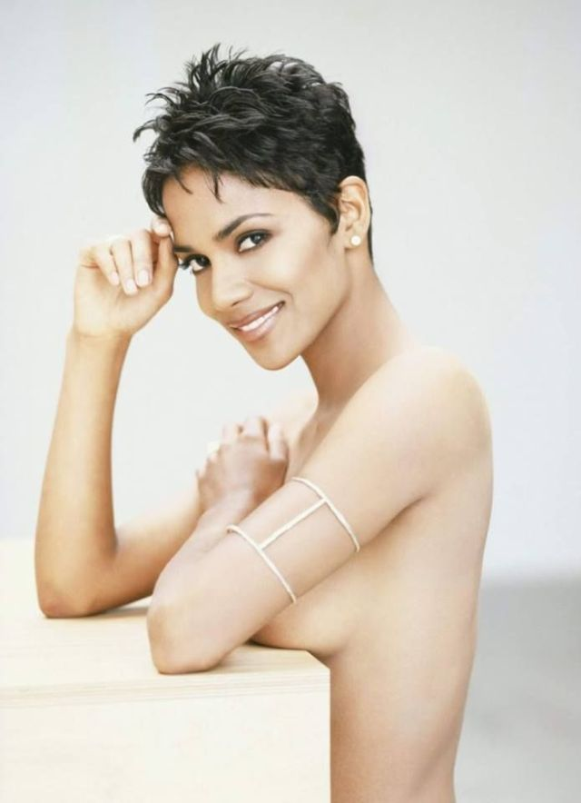 Halle Berry Sexy Boobs Pictures