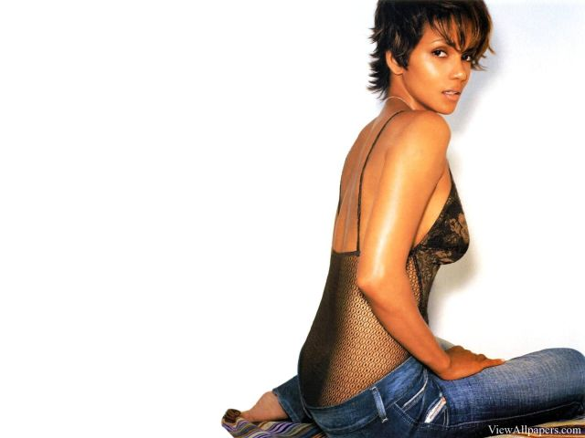 Halle Berry Side Boobs