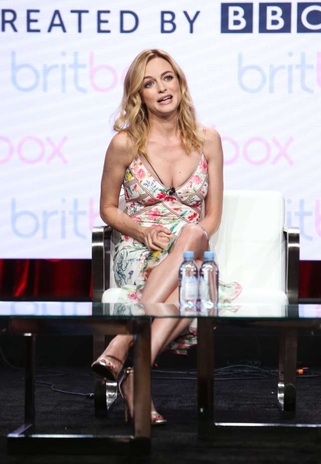 Heather Graham hot busty pic