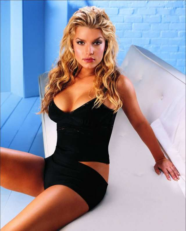 Jessica Simpson Sexy Boobs Pictures