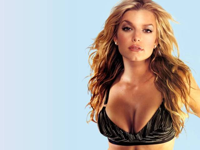 Jessica Simpson Sexy Boobs Pictures in Black Lingerie