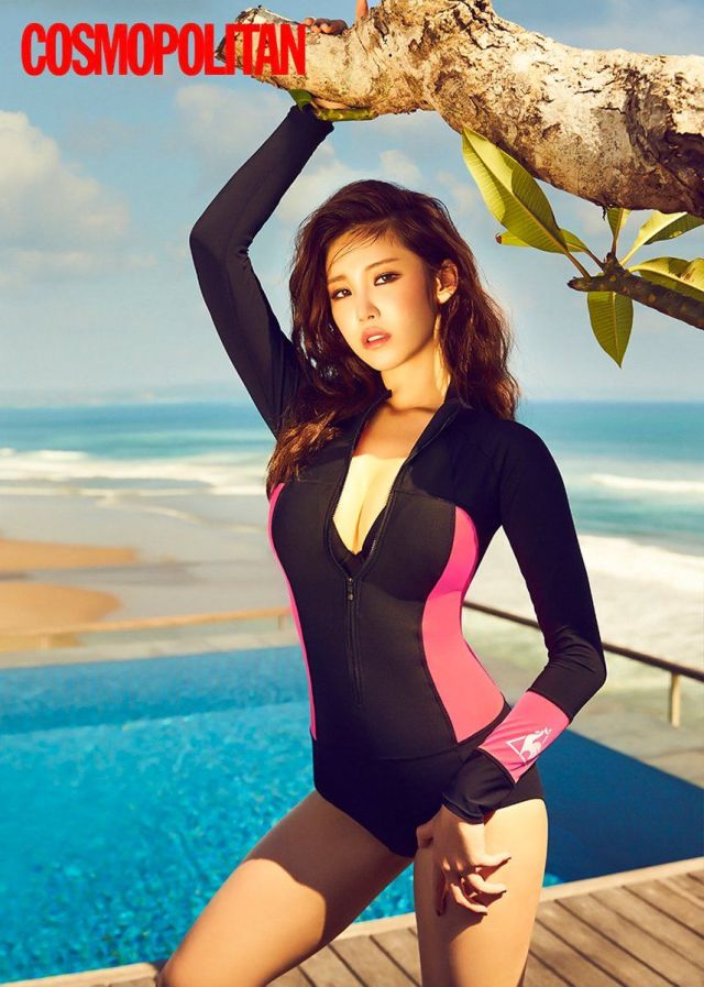 Jun Hyo-seong hot pose