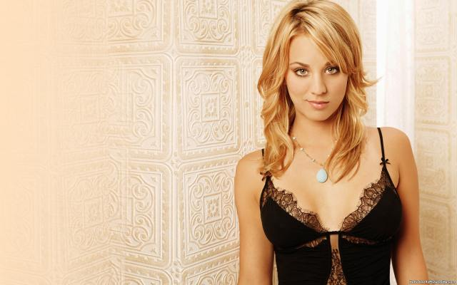 Kaley Cuoco hot boobs picture