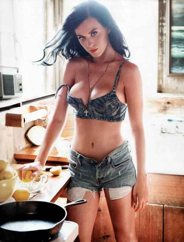 Katy Perry cleavages beautiful