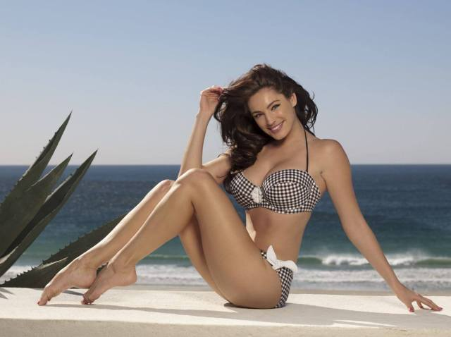 Kelly-Brook legs sexy pictures