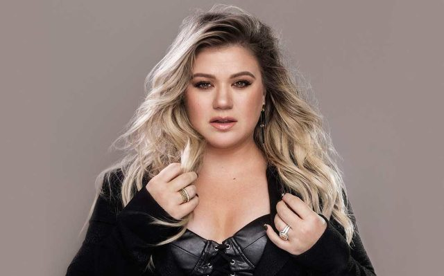Kelly Clarkson beauty in black (2)