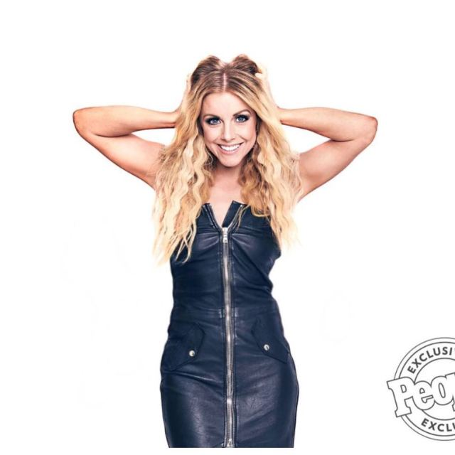 Lindsay Ell awesome pic
