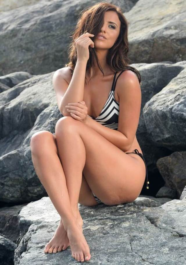 Lucy Mecklenburgh hot feet (2)