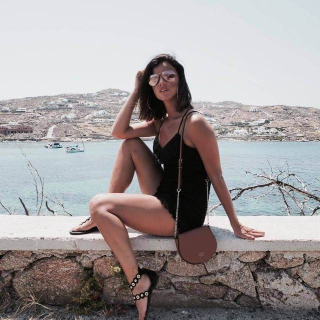Lucy Mecklenburgh hot legs (4)