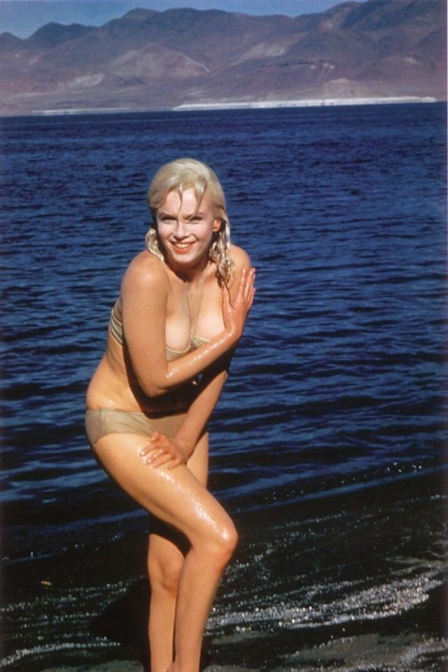 Marilyn Monroe Sexy Big Boobs Pictures