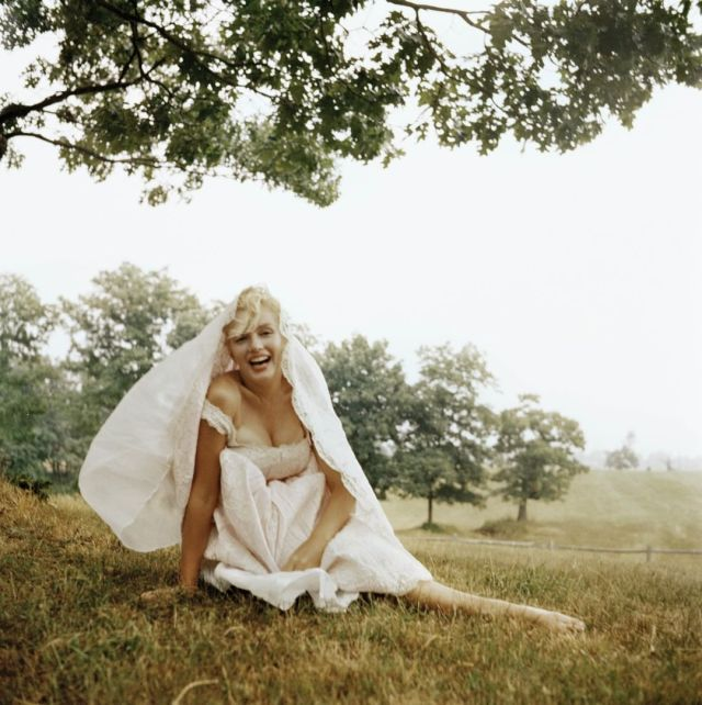 Marilyn Monroe Sexy Boobs Pictures on Beautifull Dress