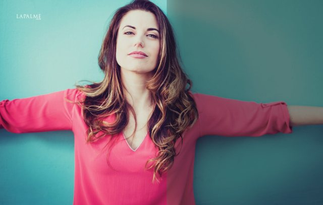 Meghan Ory awesome pic (2)