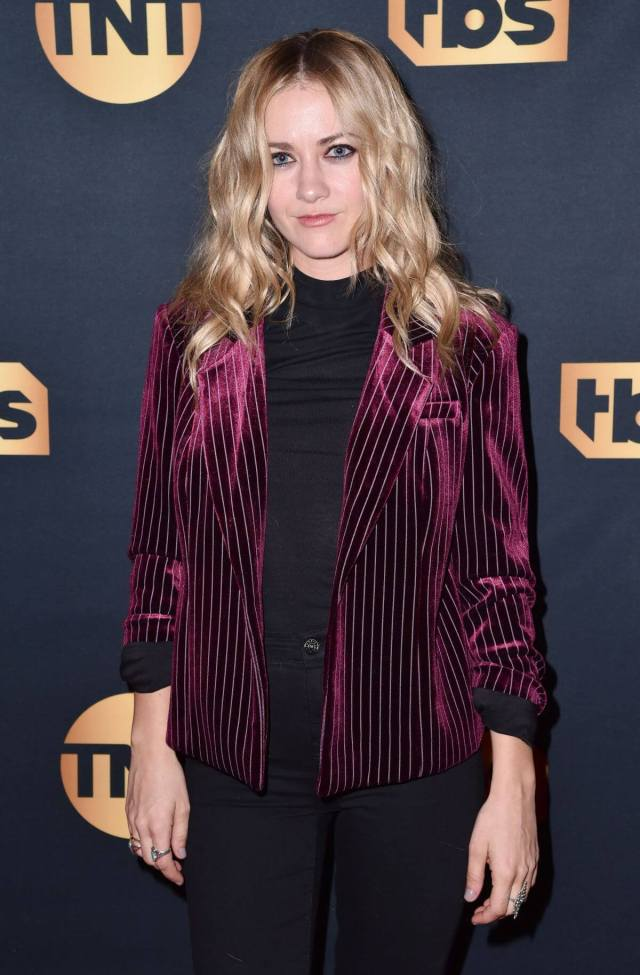 Meredith Hagner awesome photo (2)