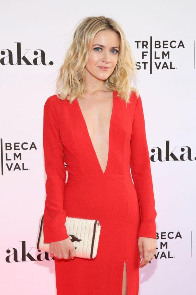 Meredith Hagner sexy cleavages pic