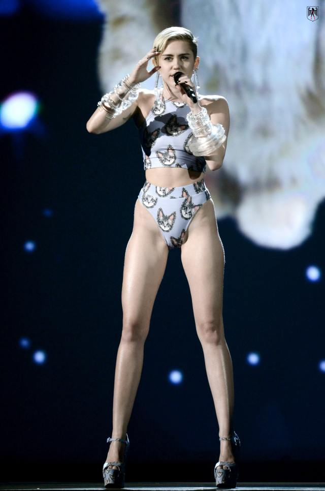 Miley-Cyrus legs sexy pictures