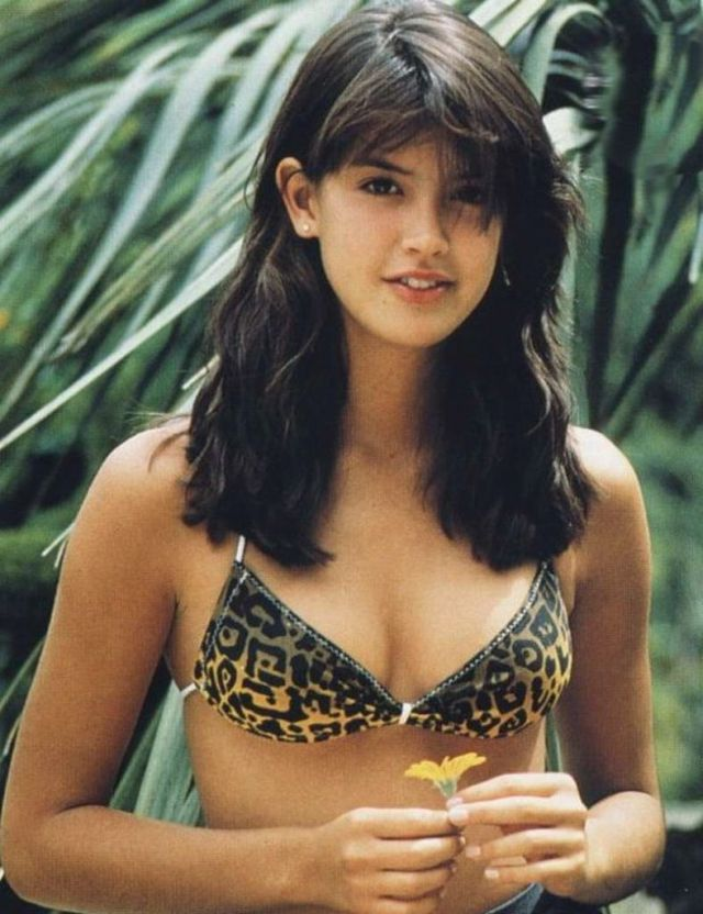Phoebe Cates cleavages beautiful