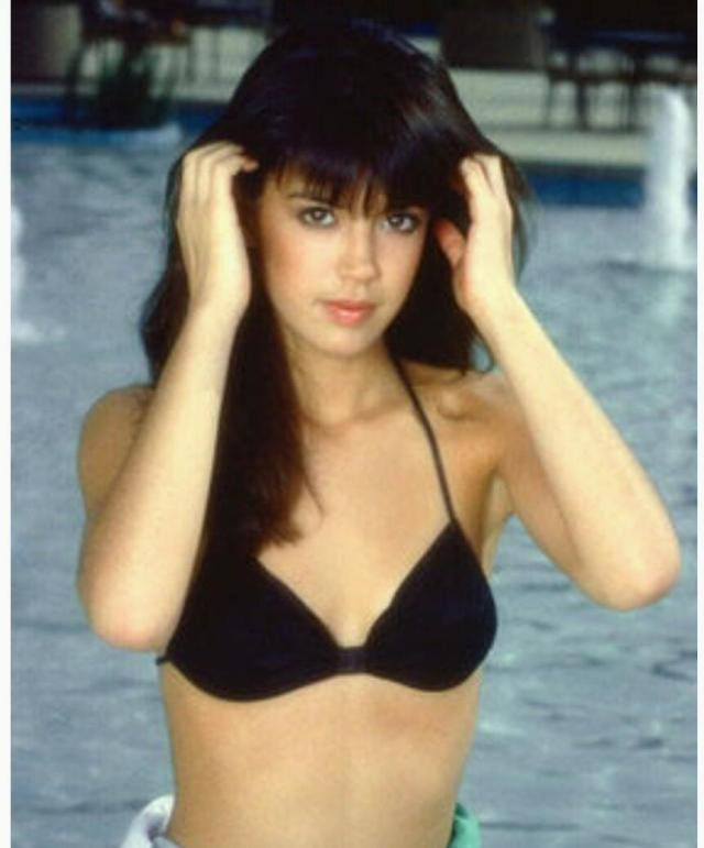 Phoebe Cates sexy cleavages pictures