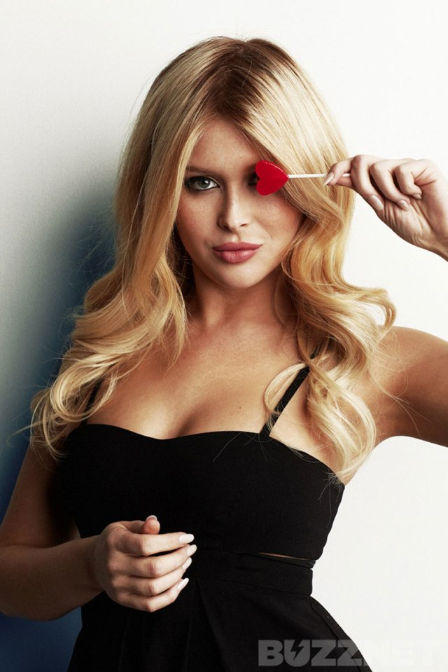 Renee Olstead hot lady picture