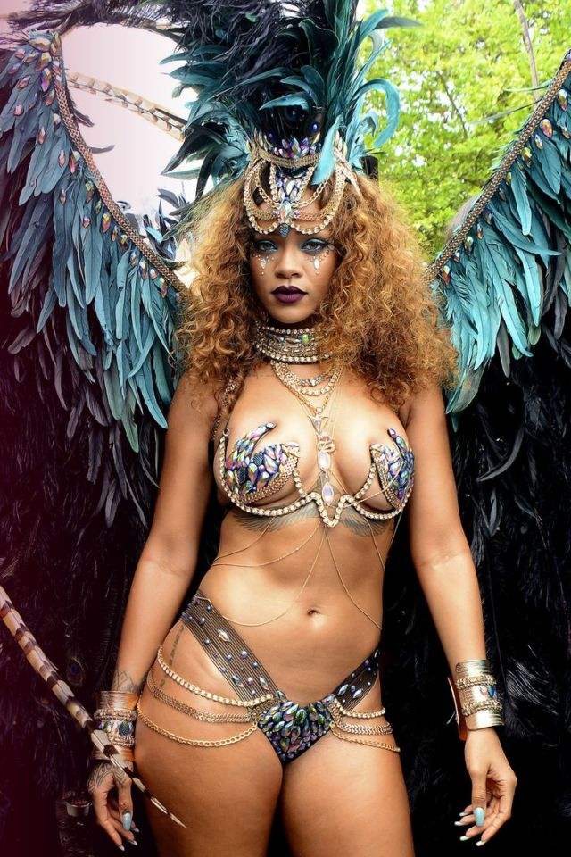 Rihanna cleavages awesome pic