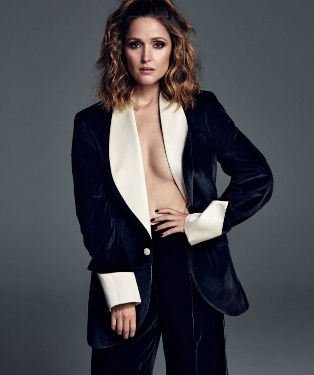 Rose Byrne cleavages sexy picture