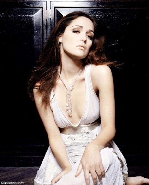 Rose Byrne cleavages sexy
