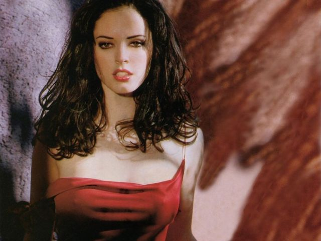 Rose McGowan hot picture