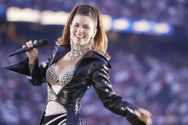 Shania Twain sexy cleavages pic