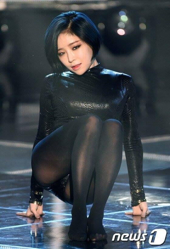 Son Ga-in hot black dress