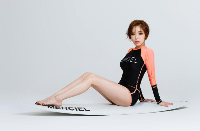 Son Ga-in sexy long feet
