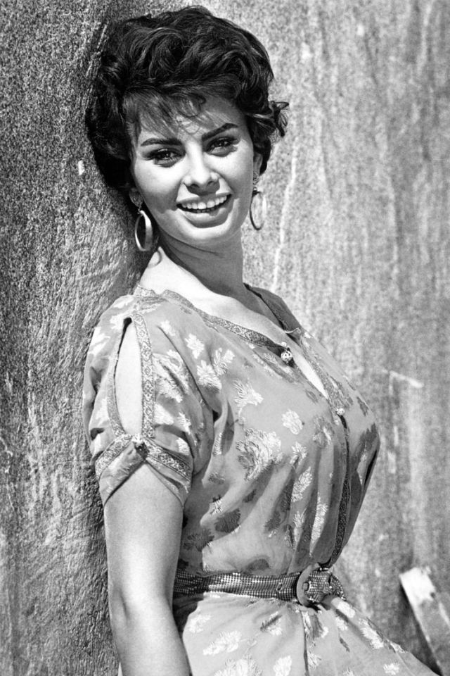 Sophia Loren Short hair