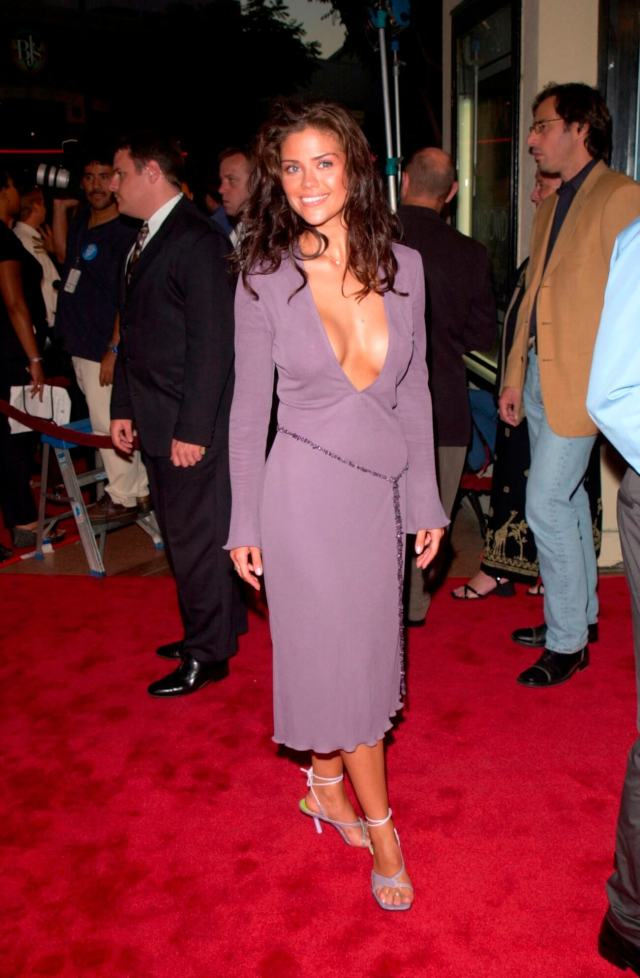 Susan Ward sexy cleavage pic (2)