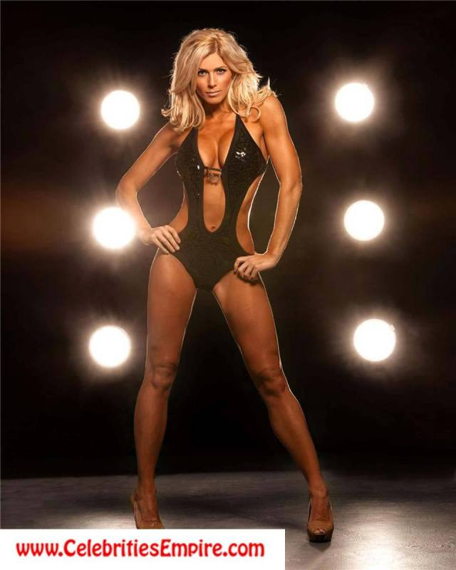 Torrie-Wilson awesome pic