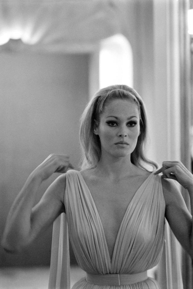 Ursula Andress hot busty picture (2)