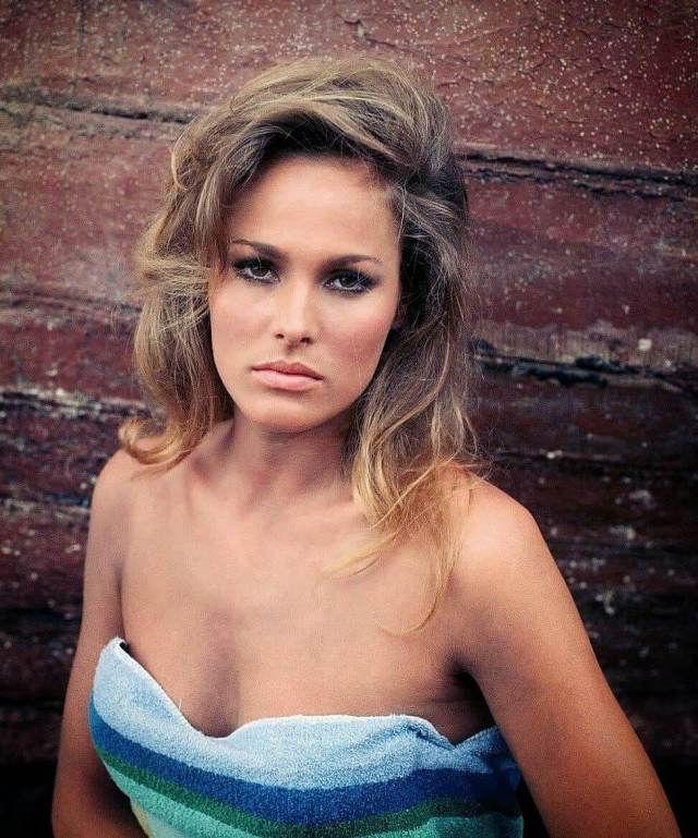Ursula Andress hot busty picture