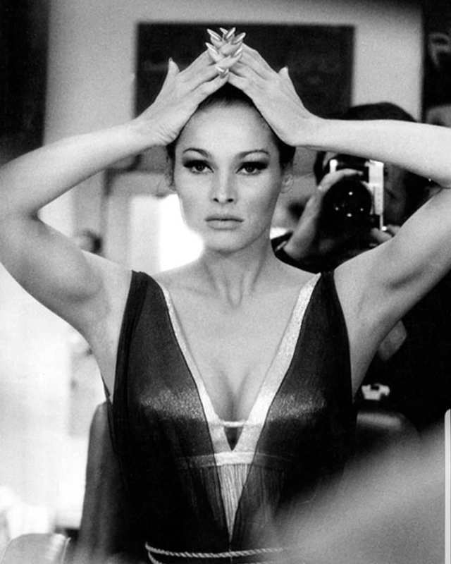 Ursula Andress hot cleavages picture