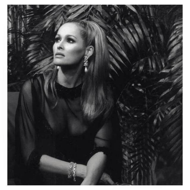 Ursula Andress sexy picture (2)