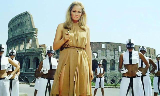 Ursula Andress sexy picture