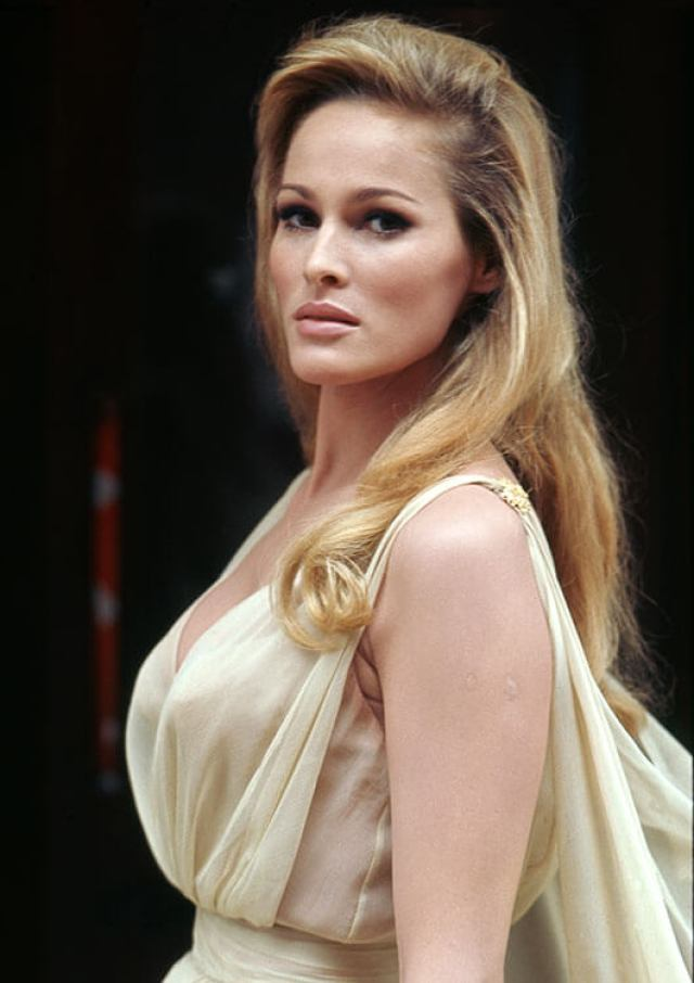 Ursula Andress sexy side pic (2)